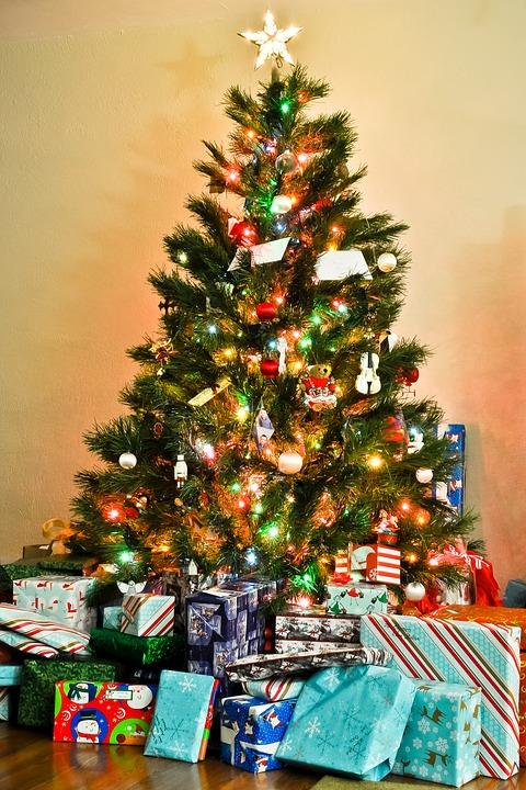 albero-di-natale-e-pacchetti
